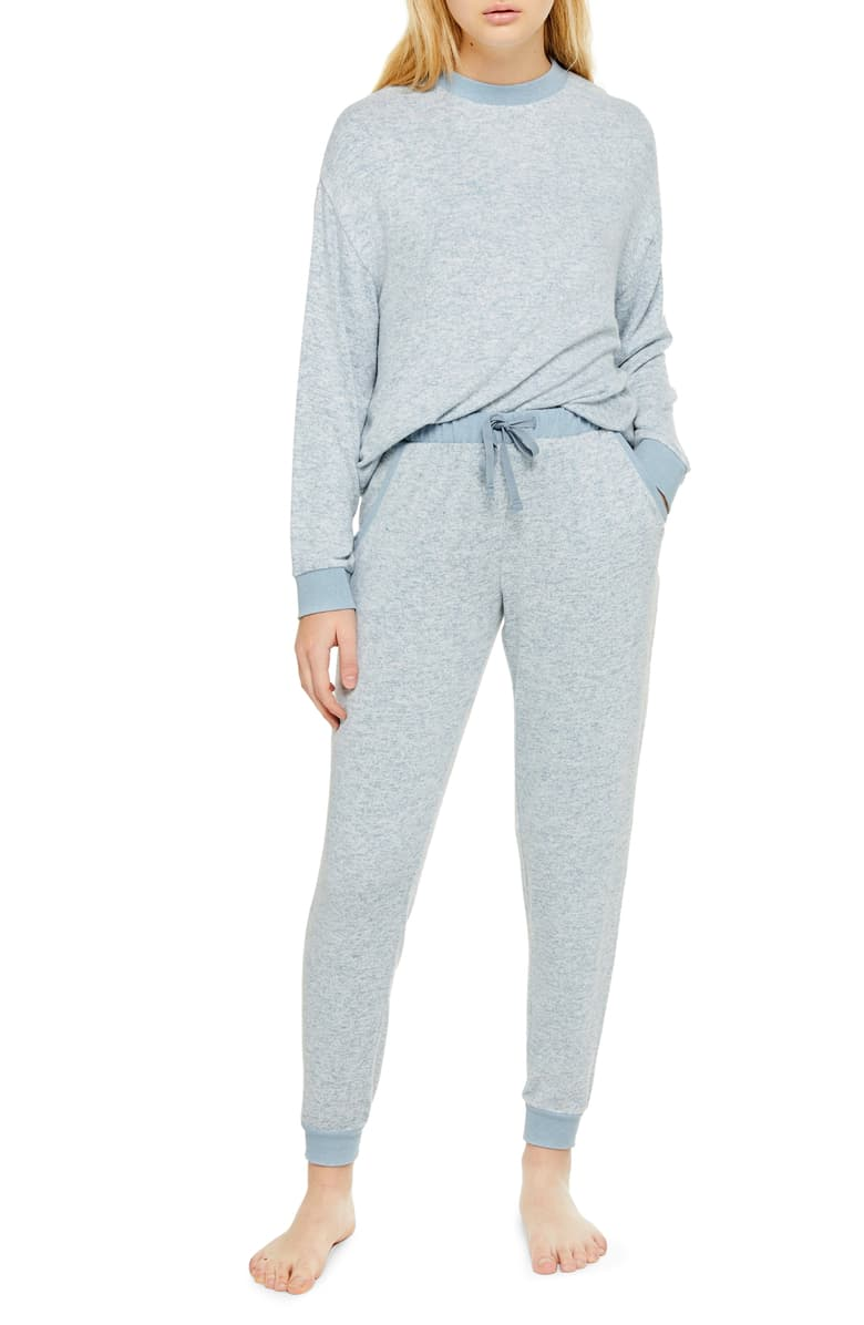 4. - Lounge wear for those cold days is a must when I'm working from home. I thought this would be a cute set for traveling as well or I could mix match with different top bottoms. $25.90 for joggers is reasonable basically like target prices right there!