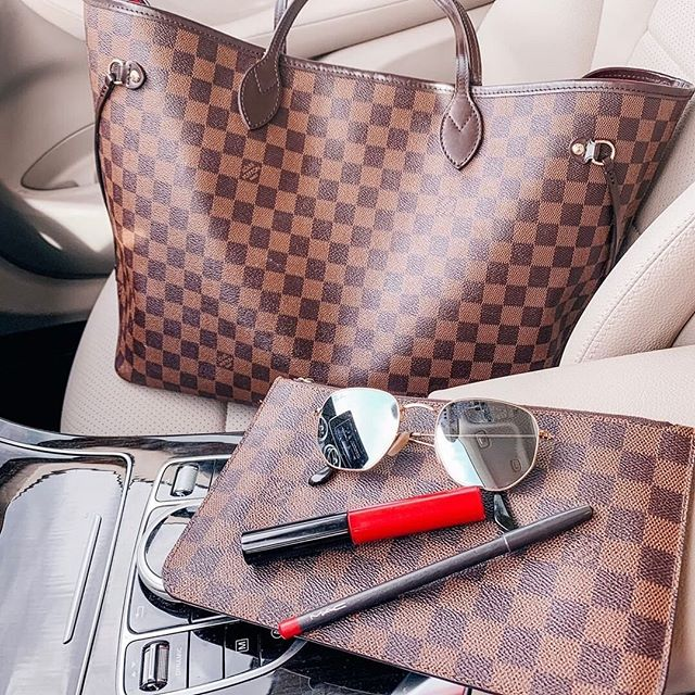 """🌟 GIFT TIME: Louis Vuitton Neverfull / $1,300 Cash!🌟 I'm teaming up with a small group of my favorite bloggers to give one of you a #LouisVuitton Neverfull (or $1300 cash!) and entering is super easy! All you have to do is these 3 steps: 1️⃣ Like this photo 2️⃣ Follow @blush4you and everyone they are following 3️⃣ Tag a friend in the comments below! ⭐️ Get a bonus entry for every additional friend you tag below! (Tag each friend in a separate comment) ⭐️Get another bonus entry for liking the last three photos on each bloggers account ⭐️⭐️ Get TWO bonus entries for following all bloggers on the free @liketoknow.it app! (Link in bio of @blush4you for easy following!) Comment """"LTK"""" if you do this option!  _ Closing: Thursday 7/18 at midnight PST. The winner will be announced on 7/21 and must be claimed within 48 hours. By entering, entrants confirm they are at least 18+ years of age, release Instagram of responsibility, and agree to abide by Instagram's terms of use."""