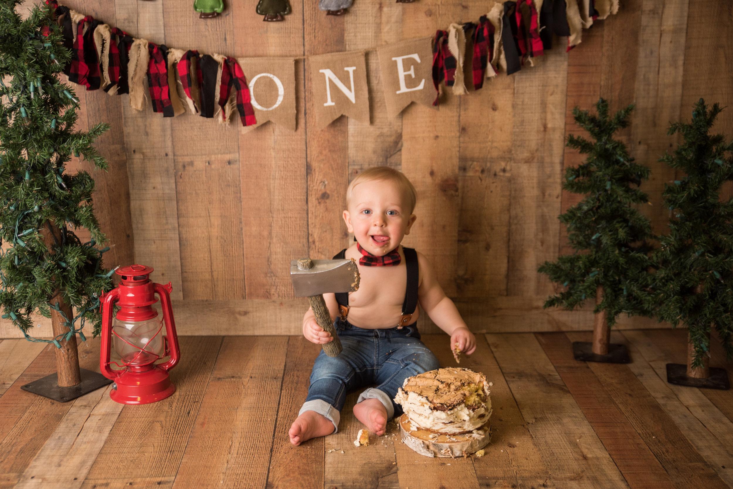 1st Birthday Cake Smash CT Baby Photographer | www.heatherandsarahphoto.com