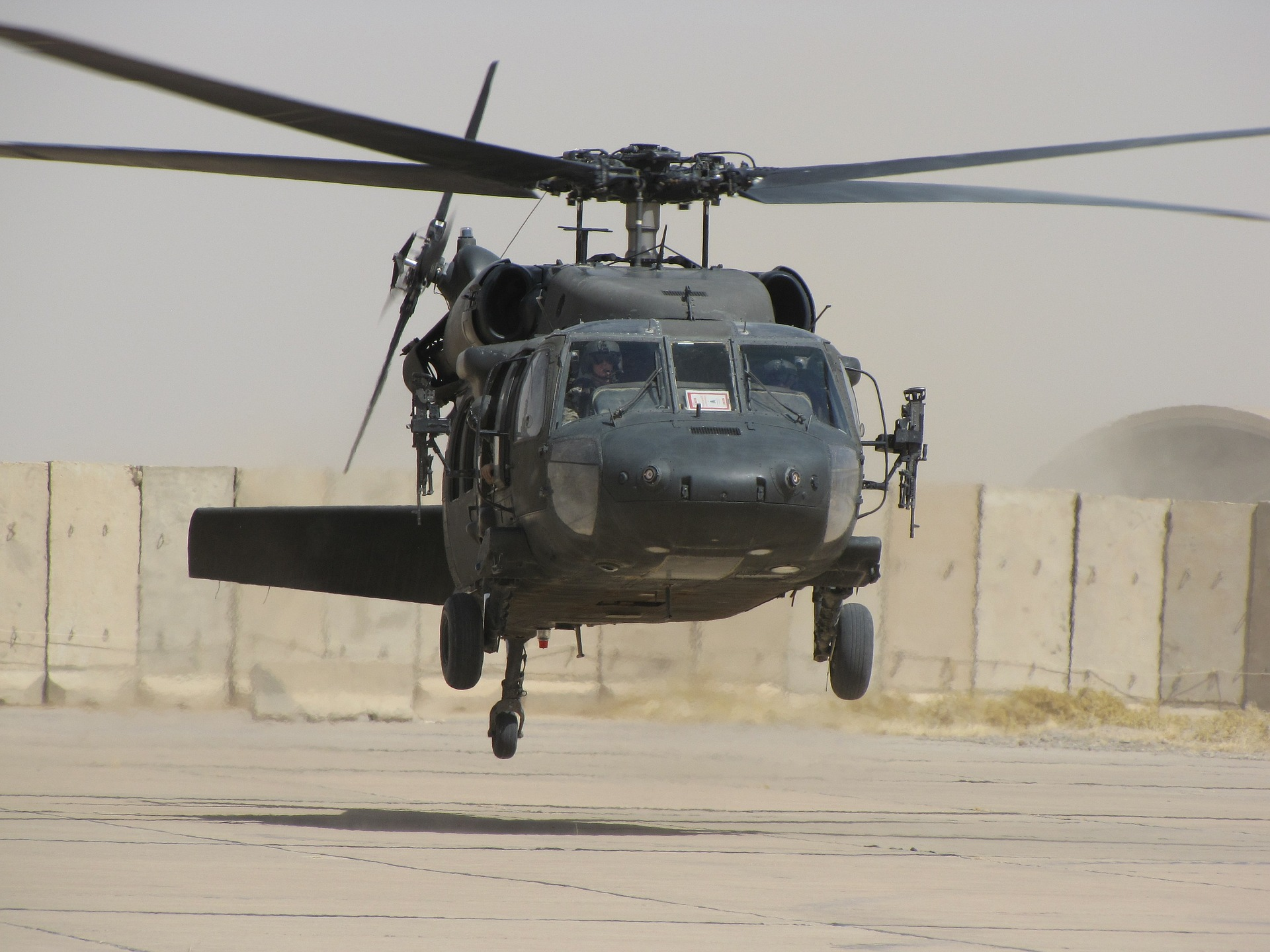 helicopter-773093_1920.jpg