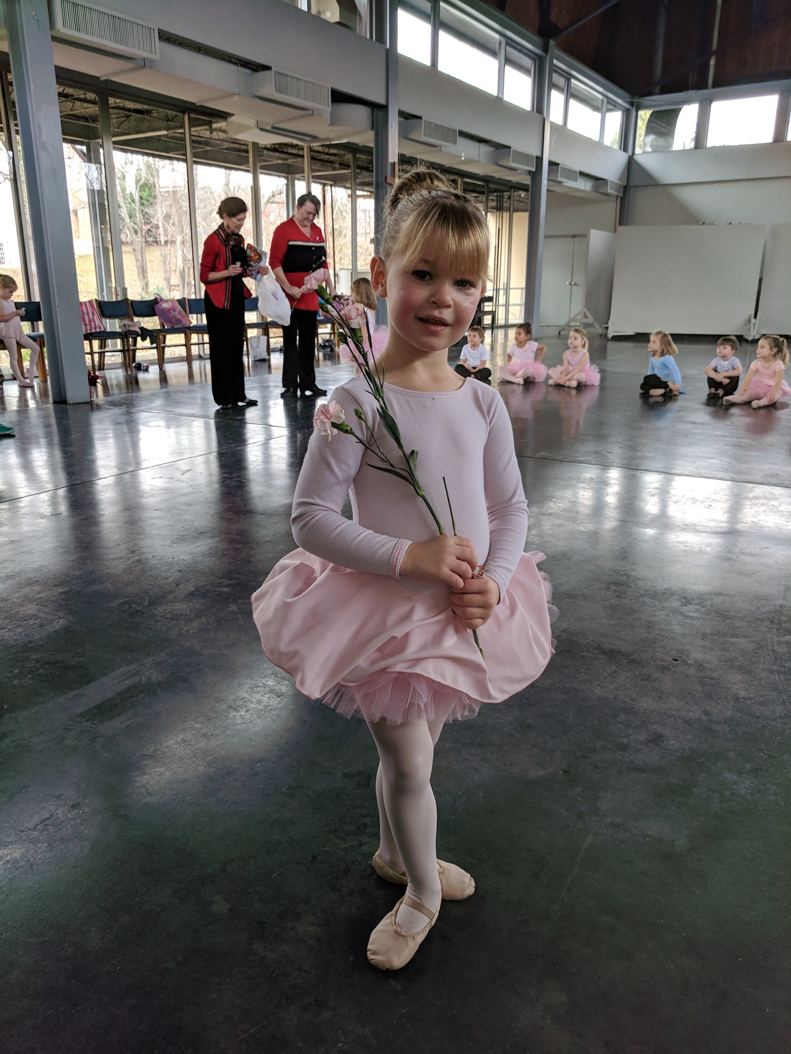 Dance - Sleepy Hollow Preschool and International Dance have had a longstanding partnership of over 30 years! Many dancers continue with the company after SHPS, and some even come back to help teach our young dancers! Miss Elizabeth, the owner of International Dance LLC, comes to Sleepy Hollow every Tuesday from 12:00 – 1:00PM and shares the gift of dance with our students. The class is a blend of pre-ballet, creative movement and international folk dance. It is an introduction to many styles of dance and music.In the fall we offer one free introductory class so any interested student can come try it out!Sessions: Fall, Winter, Spring