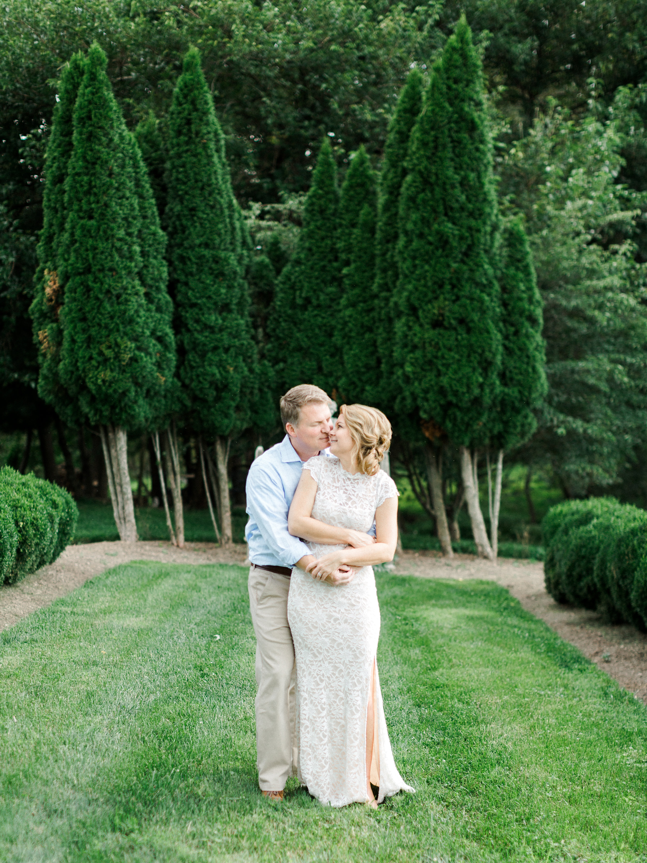 Photo Opportunities - There are so many spots to take a moment to yourselves and capture your love. From this English garden, to the rolling hills and barn, you will love spending your day here.