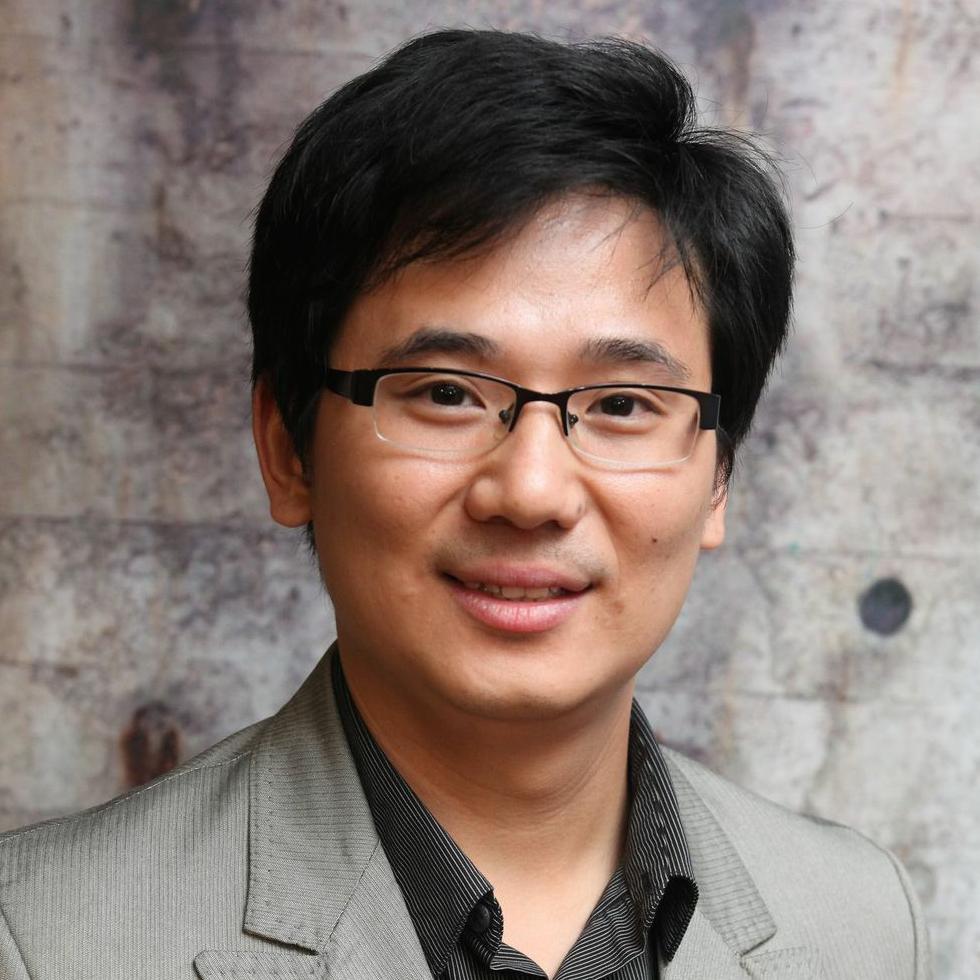 Linh Le - 米Bonbouton 創業者 CEOStevens Institute of Technology 化学工学PhD 卒。新素材グラフェンの研究を通じて次世代のスマート繊維素材を実現するため、米Bonbouton創業。2016年にニューヨーク市のNext Top Makerのフェロー、2015年にGoogle Solve for Xのセミファイナリスト。ベトナム国家大学ハノイ校卒、コロンビア大学工学部 修士課程卒、スティーブンス工科大学 博士課程卒。