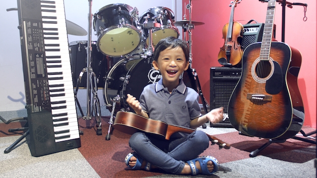 Music Adventurer Course for Young Children (4-8 years old)  This program is perfect for kids who don't yet know what instrument they'd like to pursue. Expect lots of fun learning various instruments.  • This 12-week music course introduces young children to three different instruments (4 lessons per instrument).  • Choose from piano, ukulele, guitar, violin, or drums.  •Touch, feel, and play these instruments before deciding on a favourite.
