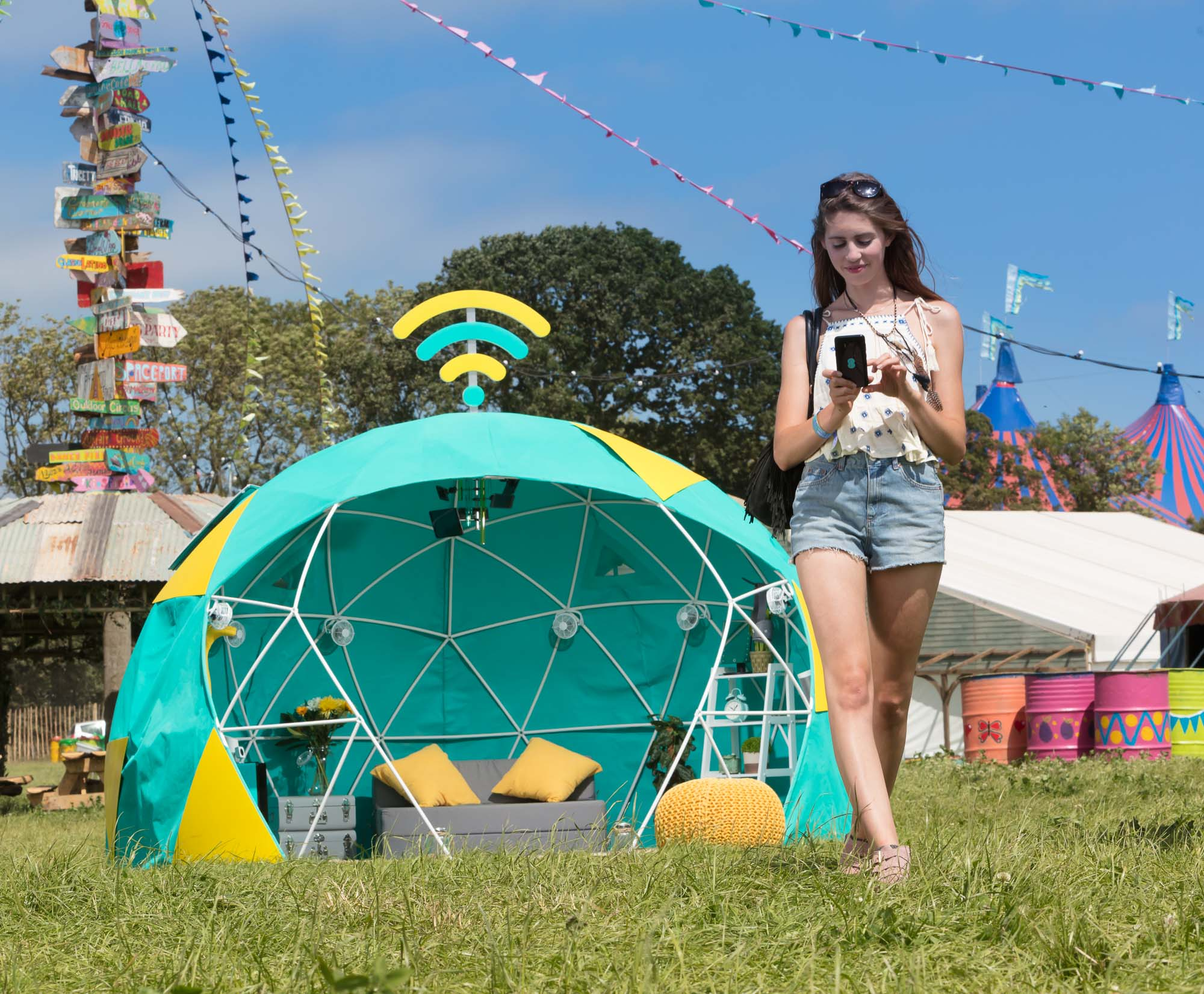 EE Mobile 4G Smart Tent 01