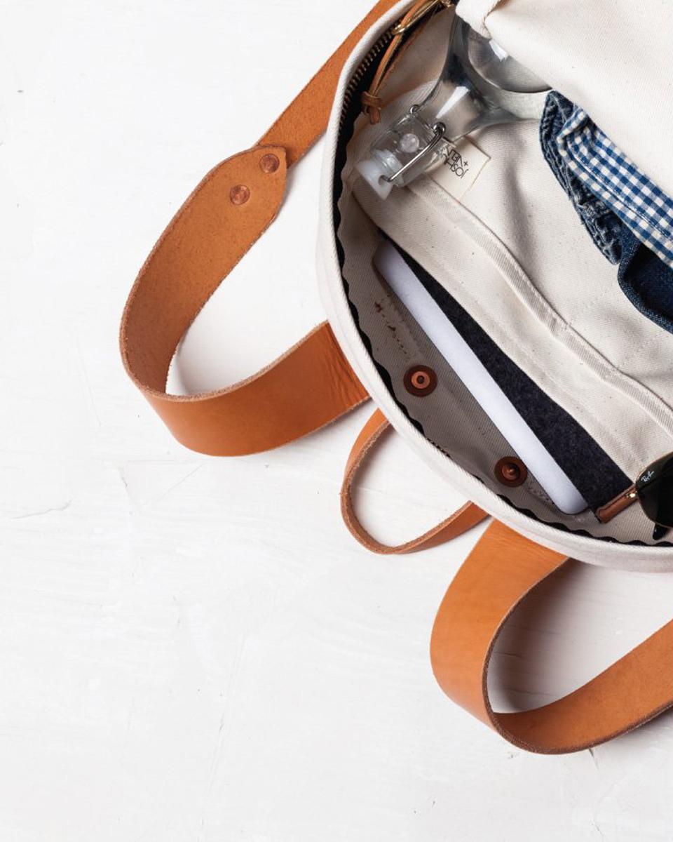 Julia-Kostreva-Studio-Branding-Joshu-Vela--backpack-laptop-1.jpg