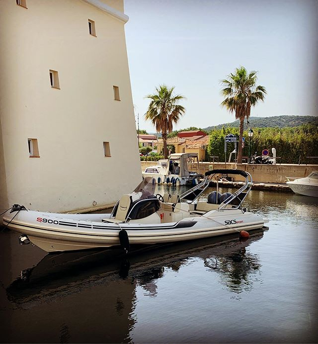 Nouveau bateau à la location. New boat available for rent. • #europboat #sacs #sacsboat #portgrimaud #grimaud #sainttropez #summer #boatforrent #locationbateau #vacances #luxurylifestyle #luxuryboatrental #summerfeelings #clickandboat