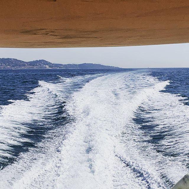 Une petite sortie dans le golfe !!! #lavieestbelle #portgrimaudfrance #golfedesainttropez #europboat #sainttropez #rentboat #locationbateau #journéeenmer #portgrimaud #grimaud #plagedepampelonne #levar