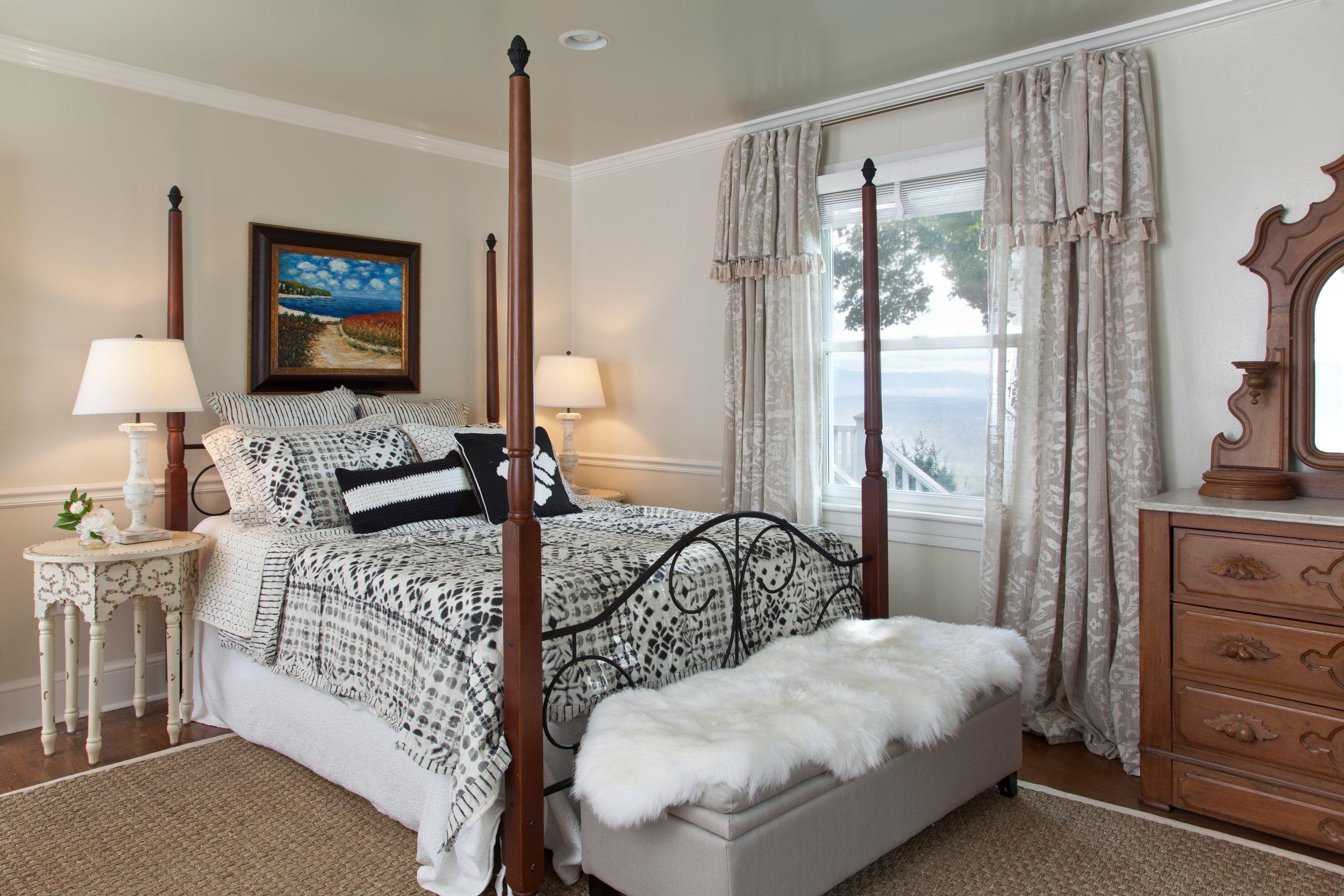 Bedroom One - ◼︎ On the first floor◼︎ En suite bath◼︎ Queen bed