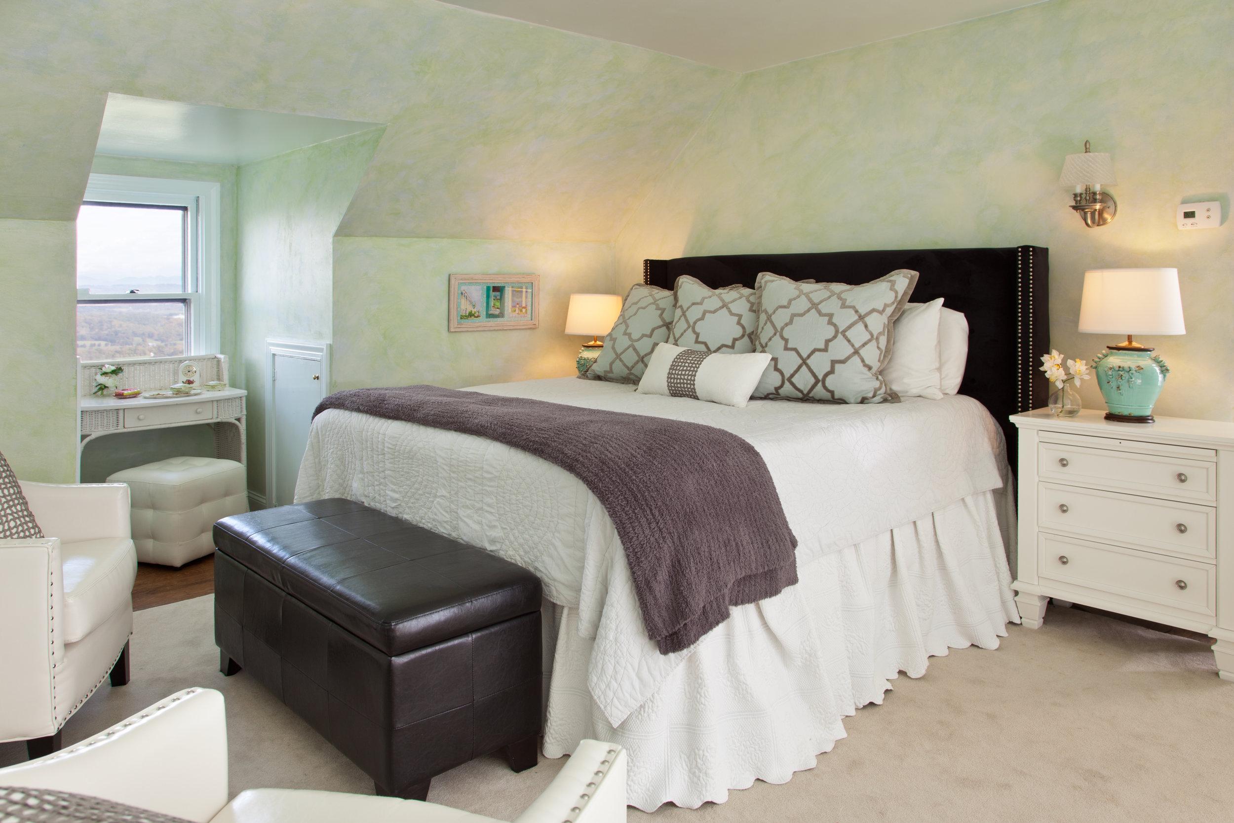 Bedroom Two - ◼︎ On the second floor◼︎ En suite bath◼︎ King bed◼︎ Twin bed◼︎ Crib