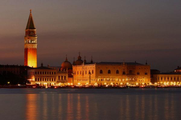 San Marco di notte (Venezia).jpg