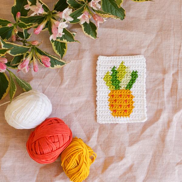 Crochetpinapplemotifbythealmondsnug.jpg