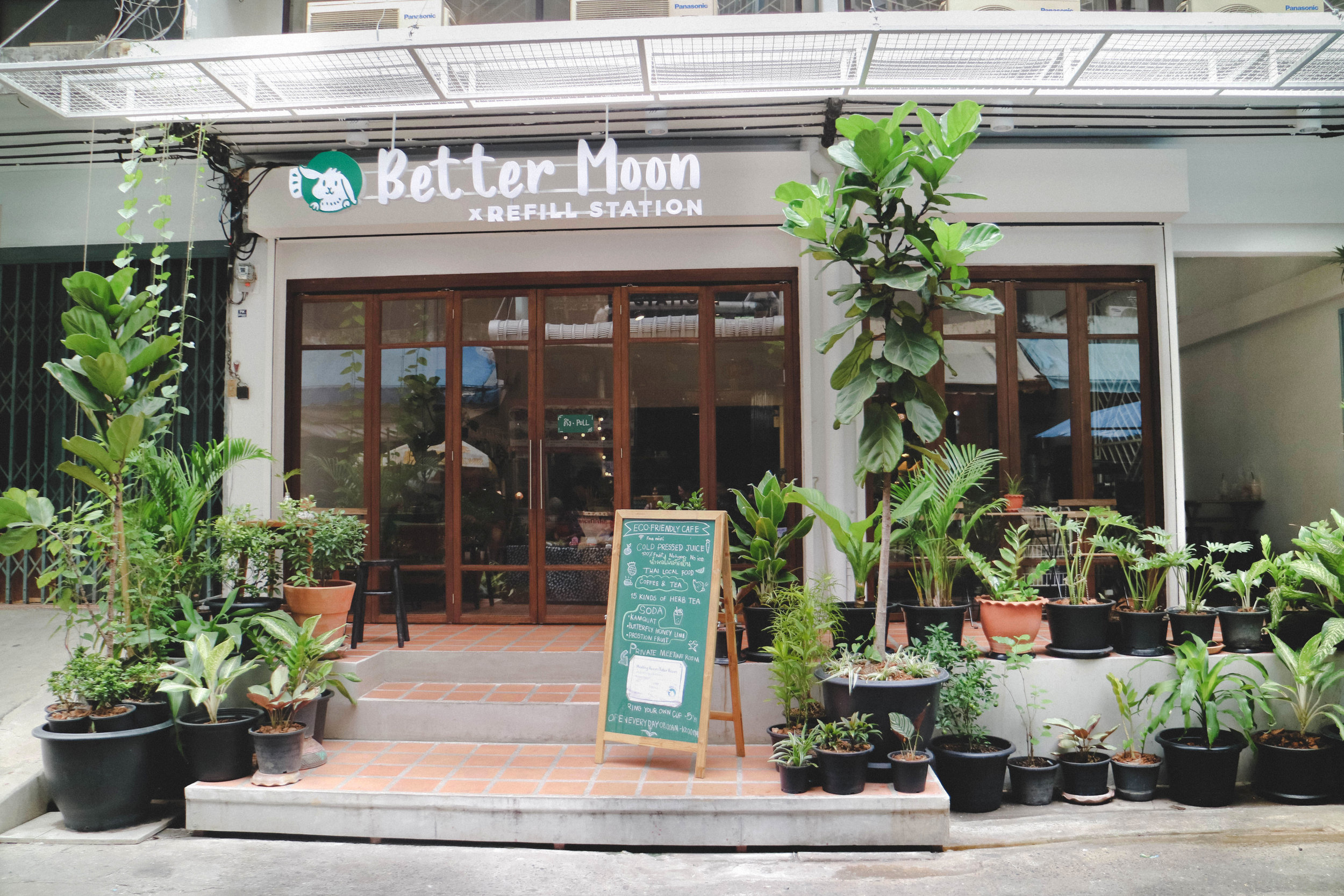06-We located at Better Moon cafe at Sukhumvit77:1.jpg