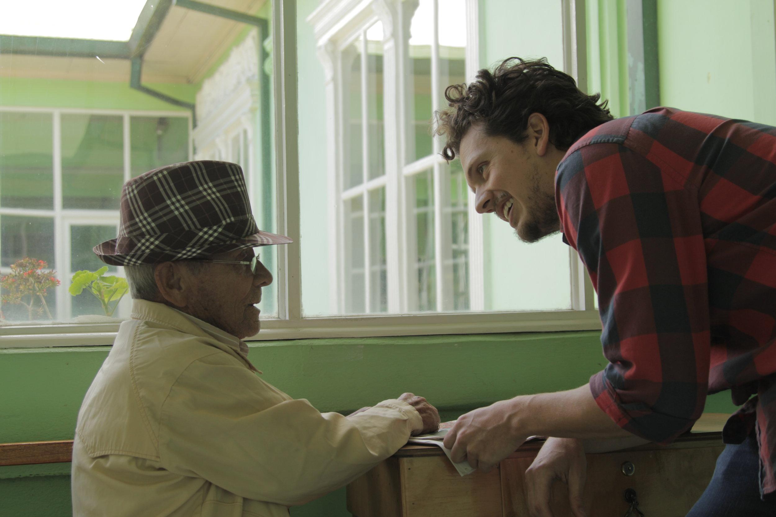 UMBRAL (Costa Rica) - El director FEDERICO MONTERO en el rodaje.jpg