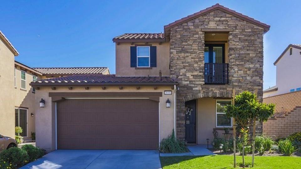 SOLD // 28984 N West Hills Dr Santa Clarita, CA // 4 beds 3 baths 2,345 sqft