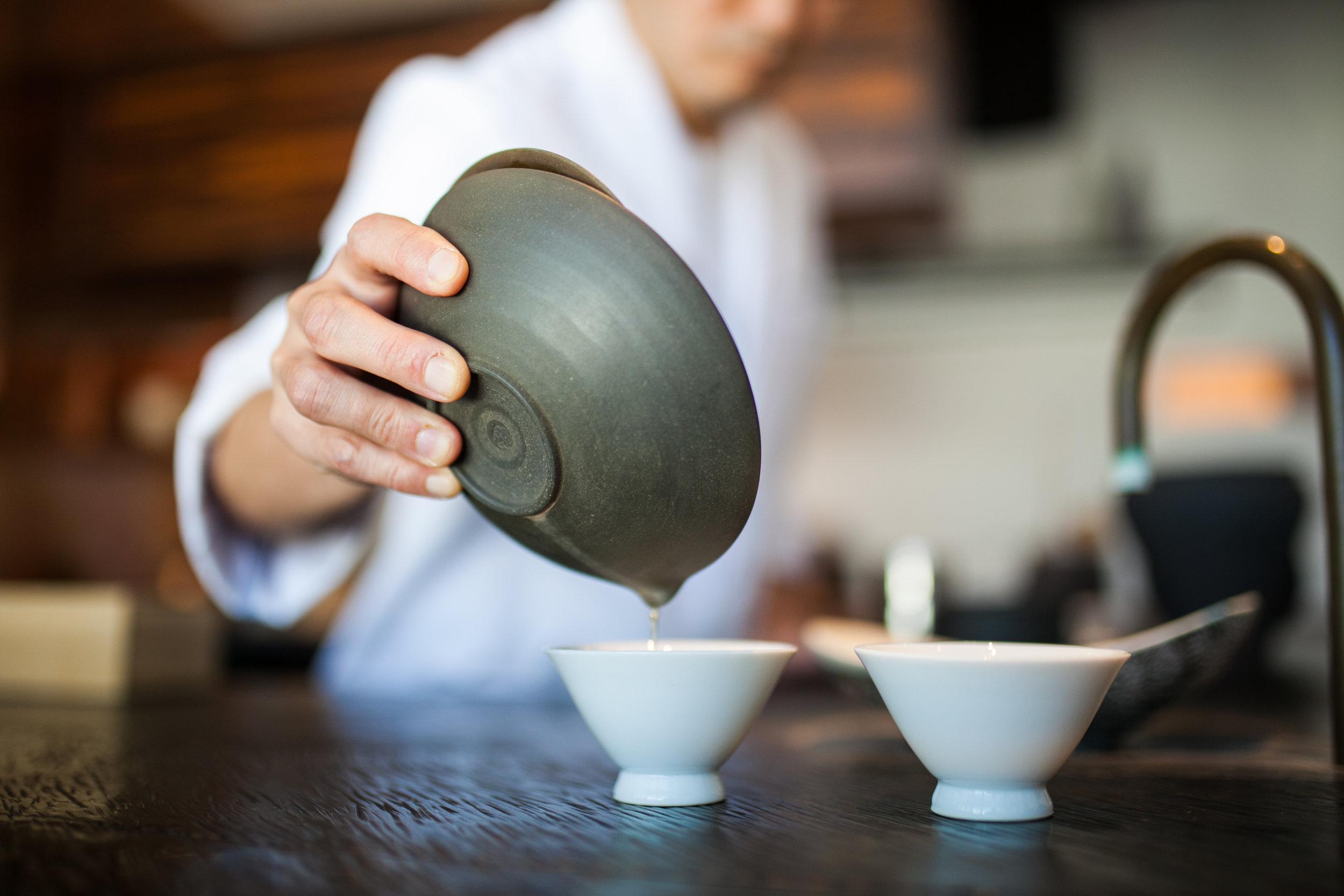 Sakurai tea pour.jpg