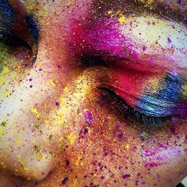 Arbeit bei der letzen Sonntagsklasse / Professionelles Make-up Artist Ausbildung (Quelle:  www.glossariumacademy.com