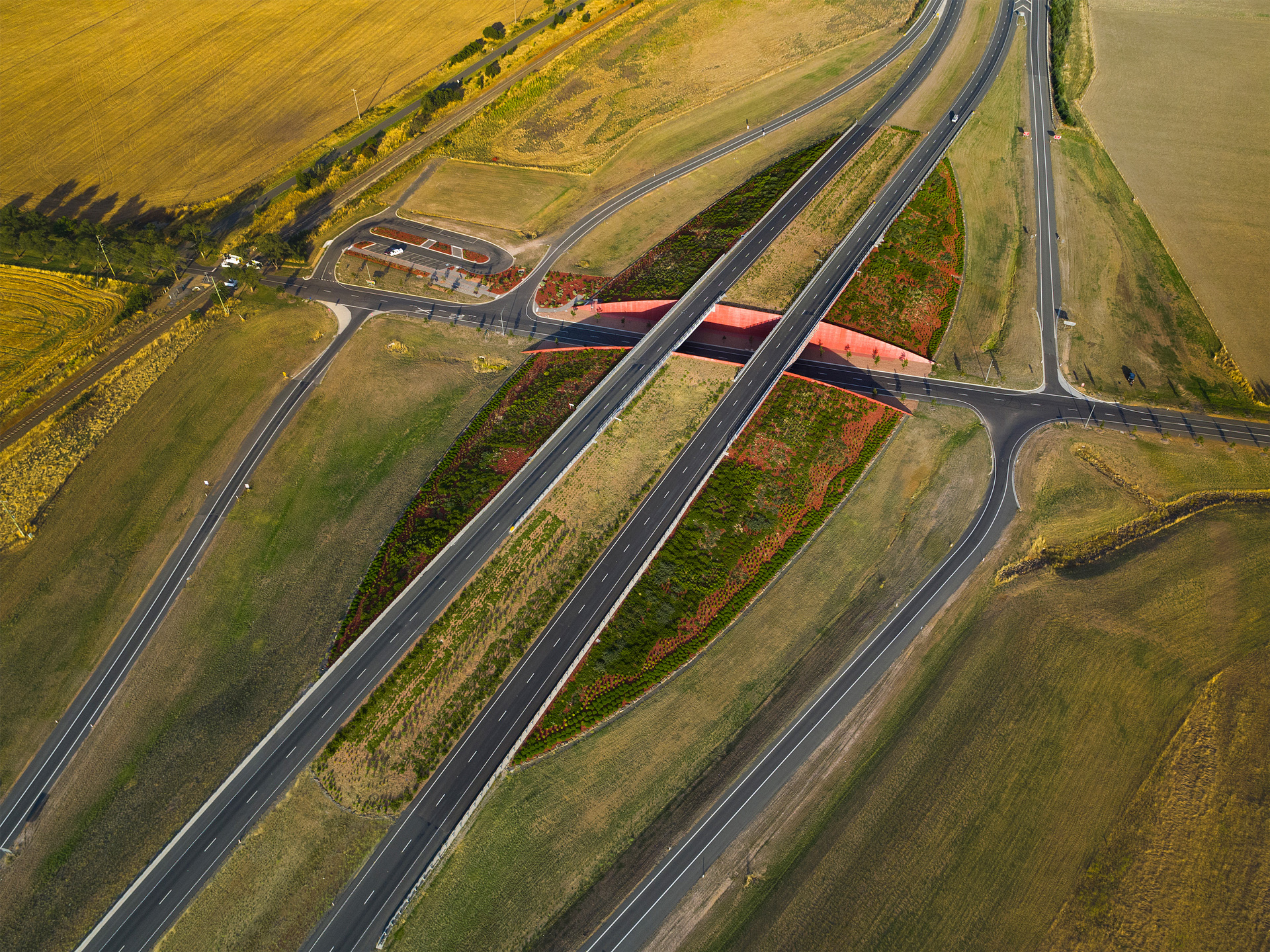 01-Rememberance-Drive-Interchange-John-Gollings.jpg