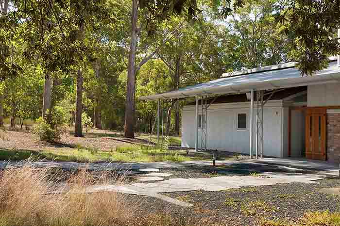 R157512-08-Forest-Edge-Garden-Dianna-Snape.jpg