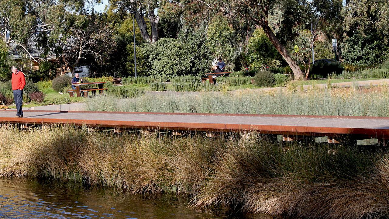 09-Oaklands Park and Wetland-Sam Noonan MASTER.jpg