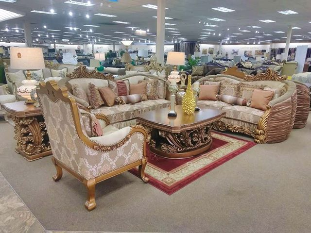 Live Like Royalty #glamlife #livingroomdecor