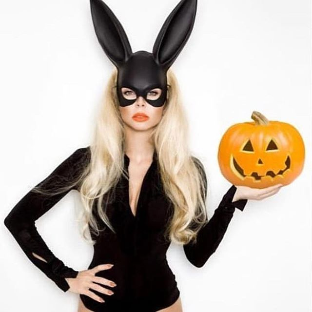don't be SCARY pale for Halloween! 🎃 Unlimited (VHR beds/Standups) $69.99! 🎃 Full Unlimited (includes Bermuda/Facial Bed) $89.99! 🎃 Buy 4 Bermuda's/Get 1 FREE! 🎃 Buy 5 VHR's/get 1 FREE!  #tanningoasis #halloween #rhodeisland #westgreenwich #westgreenwichri #coventry #coventryri #tan #tanning #tanningbed