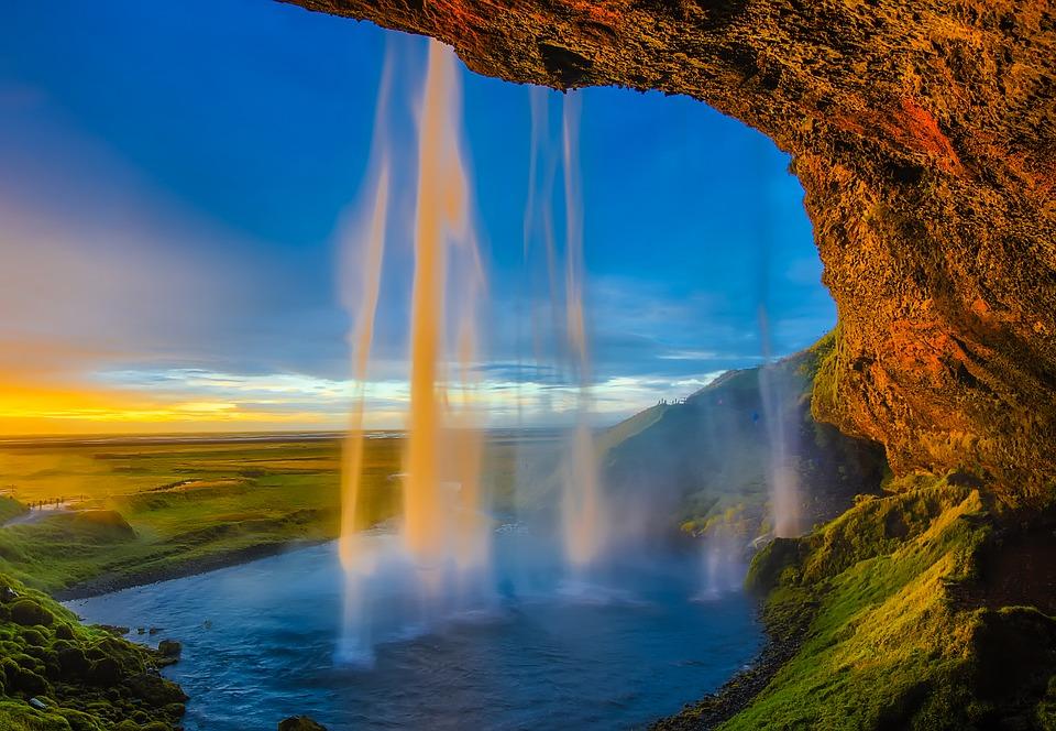 Skogafoss waterfall in Iceland..jpg