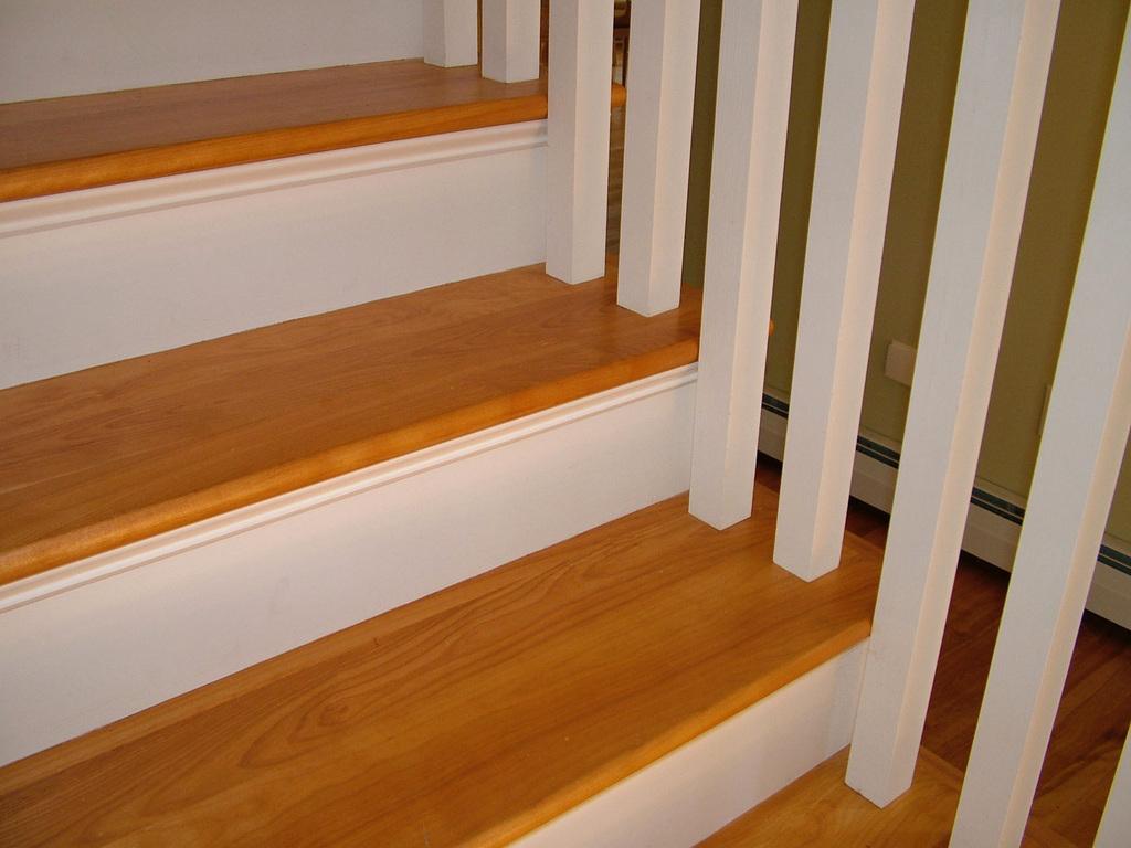 Good-Oak-Stair-Treads-Ideas.jpg