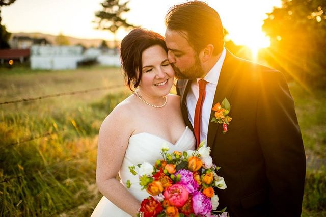 Happy 3rd anniversary to this awesome couple, who I am so lucky to call friends! Being part of your wedding day as your baker {and churro maker!} and as a guest is something I will remember always. ⁣ ⁣ 📸 @jonathanrobertss⁣ ⁣ #winerywedding #weddingcake #colorfulweddingcake #sacramentobakery #sacramentoweddingcake #buttercreamcake ⁣ ⁣
