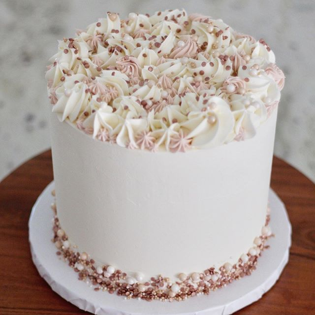 Her colors are pink and pink. 💕 My colors are blush and bashful, Mama. . . . . . . . . #elegantweddingcake #sacramentobakery #weddingbakery #sacramentoweddingcake #sacramentoweddingvendor #sacramentoweddings #weddingcakesacramento #buttercreamcake #thatsdarling #buttercream #pinksprinkles #newtraditions #createyourowntraditions #pinkandpink #blushandbashful #steelmagnolias #rosegold #wedcakestudio