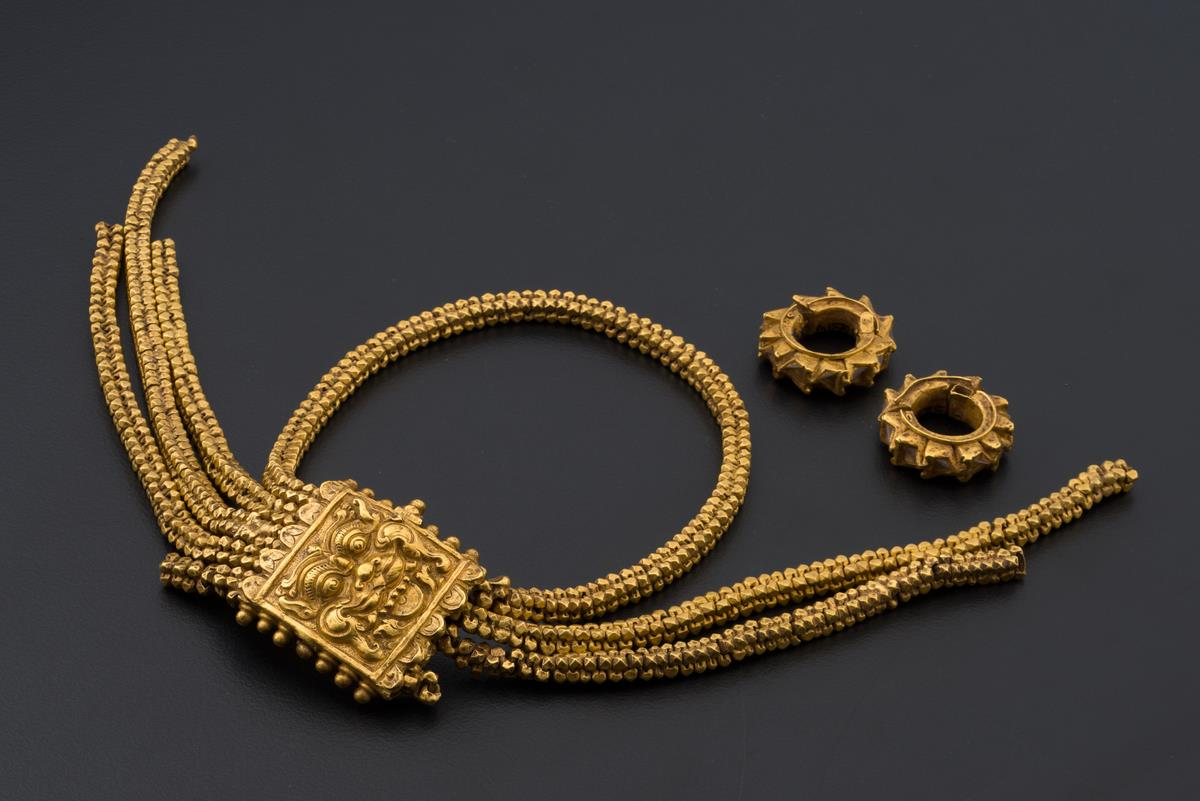 Javanese-style gold jewellery discovered at Bukit Larangan  National Museum of Singapore, c. 14th century