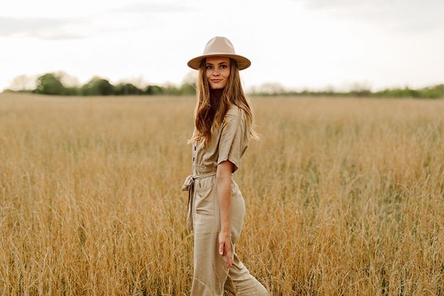 We have a major crush on @stevierozean from @wildlycollective_. She's the master mind behind the styled shoots and bringing the vision to life. We LOVE her and the friendship she brings to us.