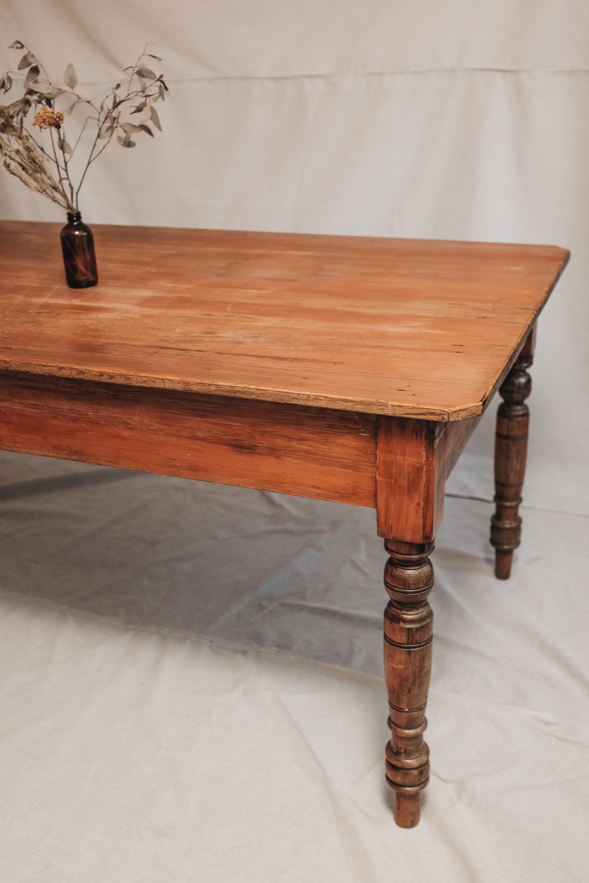 TABLE (2 of 6).jpg