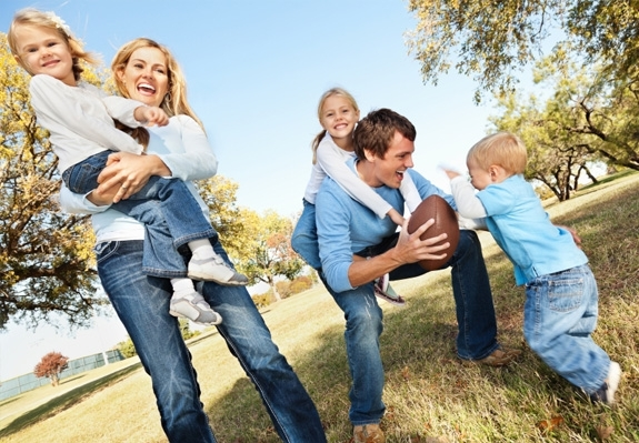 fall-family-photo-playing-football.jpeg.aspx_.jpg