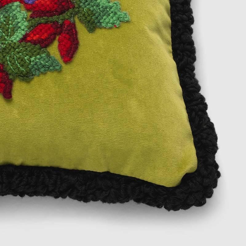CADABBRA.COM.AU_#28_Gucci_Needlepoint-cushion-with-Bosco-and-Orso_4.jpg