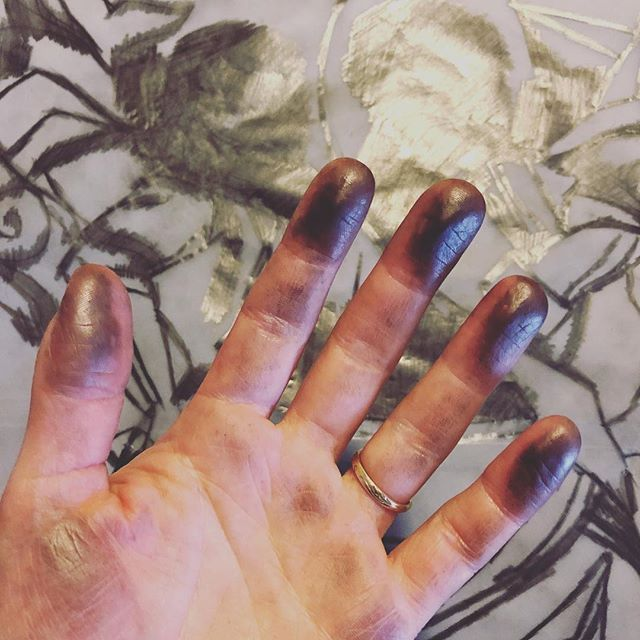"""Day 7 of #marchmeetthemaker - """"Less glam side..."""" . Where to start? With vanity, perhaps... the state of my hands has never been great (lifelong anxious nail biter 😬) but they're immeasurably worse since I started printmaking. Dry, cracked, permanently ink-covered (which, by the way, nicely emphasises all the driest, most cracked bits like some kind of antique crackle glaze...). I'm going to my brother's wedding on Saturday, where I will convince every person I meet that I'm a socially awkward weirdo by refusing to shake hands and by attempting to eat/drink with my elbows. . Besides that: endless admin and emails, the environmental-hazard state of my desk, existential angst and general crazy-lady hermit vibes (which, I'll admit, I quite enjoy. I'm not really a social animal). Oh - and running out of packing supplies when you need to send out orders urgently. . I will say though... it's still worth it! 😝 . . . #printmaking #printmaker #marchmeetthemaker2019 #ukprintmakers #peopleofprint #printpower #get_imprinted #linocut #linoprint #linoblock #blockprint #reliefprinting #handcarved #handcarvedstamp #illustration_daily #drawingfaces #linogravure #linograbado #linoldruck #illustragram #printstagram #mystudiotoday #printstudio #messyhands #inky"""