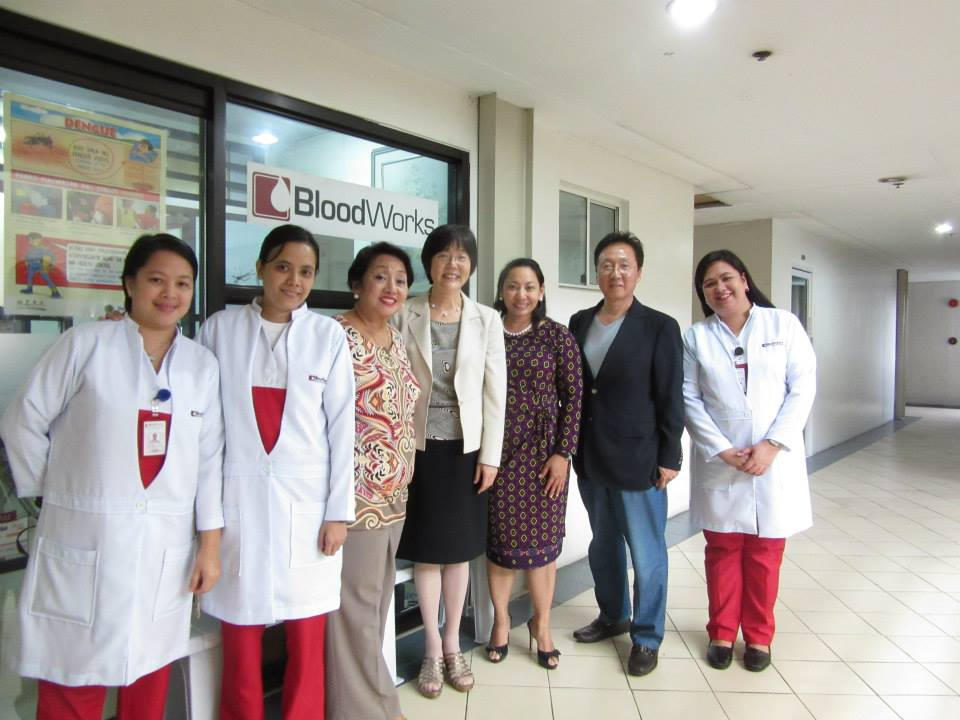 The Bloodworks team with a leading global expert on reproductive immunology, Dr Joanne Kwak-Kim (4th from right), director of reproductive medicine of the Chicago Medical School of Rosalind Franklin University of Medicine and Science.