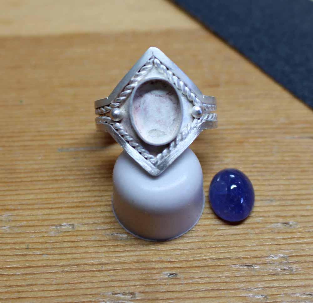 Tanzanite ring to be set resized.jpg