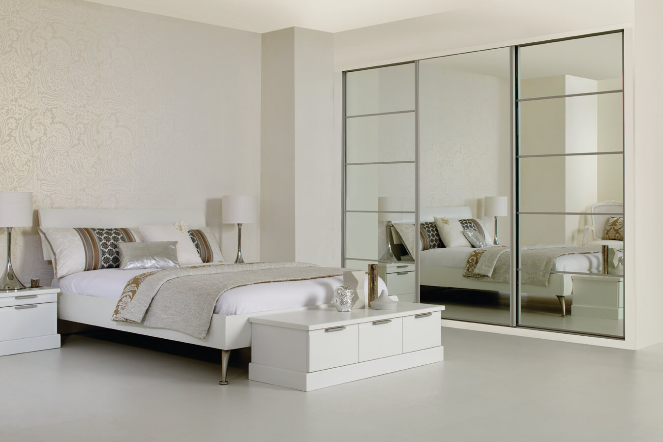 Sliding_Wardrobe_Silver_Mirror_5_low-res.jpg