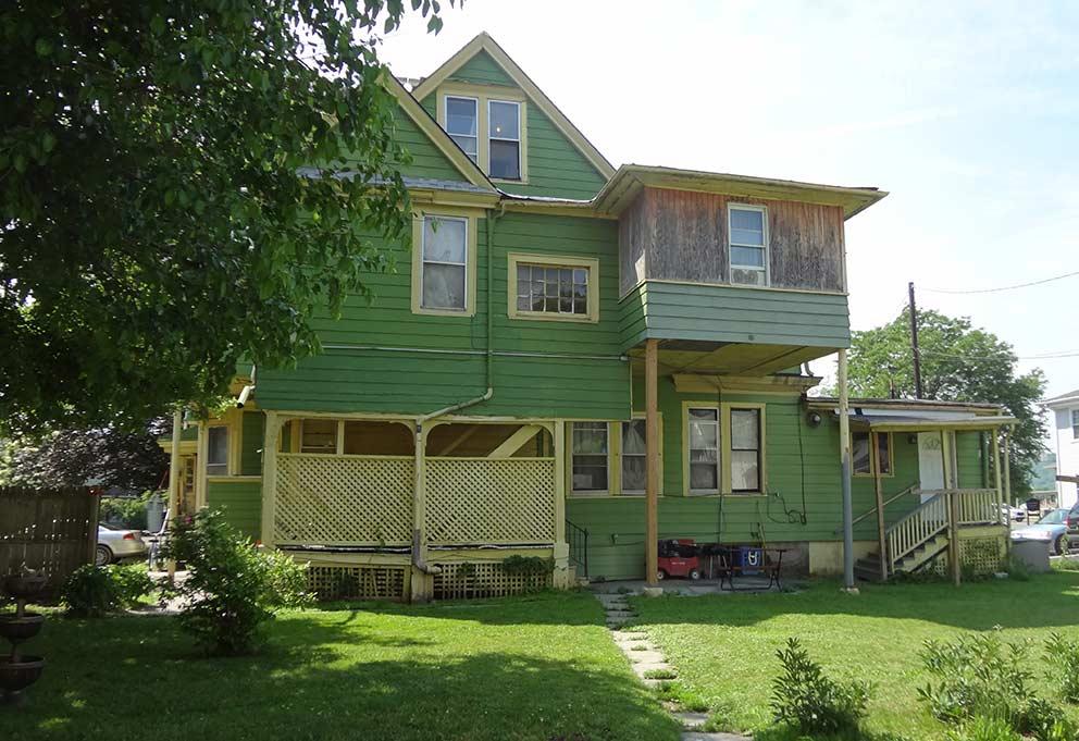 - Das Apartment-Hauses an der West Water Street 458 in Elmira, in dem Jane und Rob bis 1975 lebten.