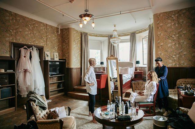 Bridal preparations 👰💛 #weddingphotographer