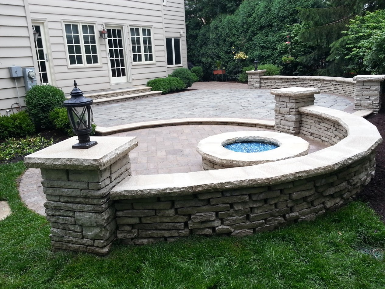 Unilock contractor landscape services including patio designs and lawn service in Glenview, IL