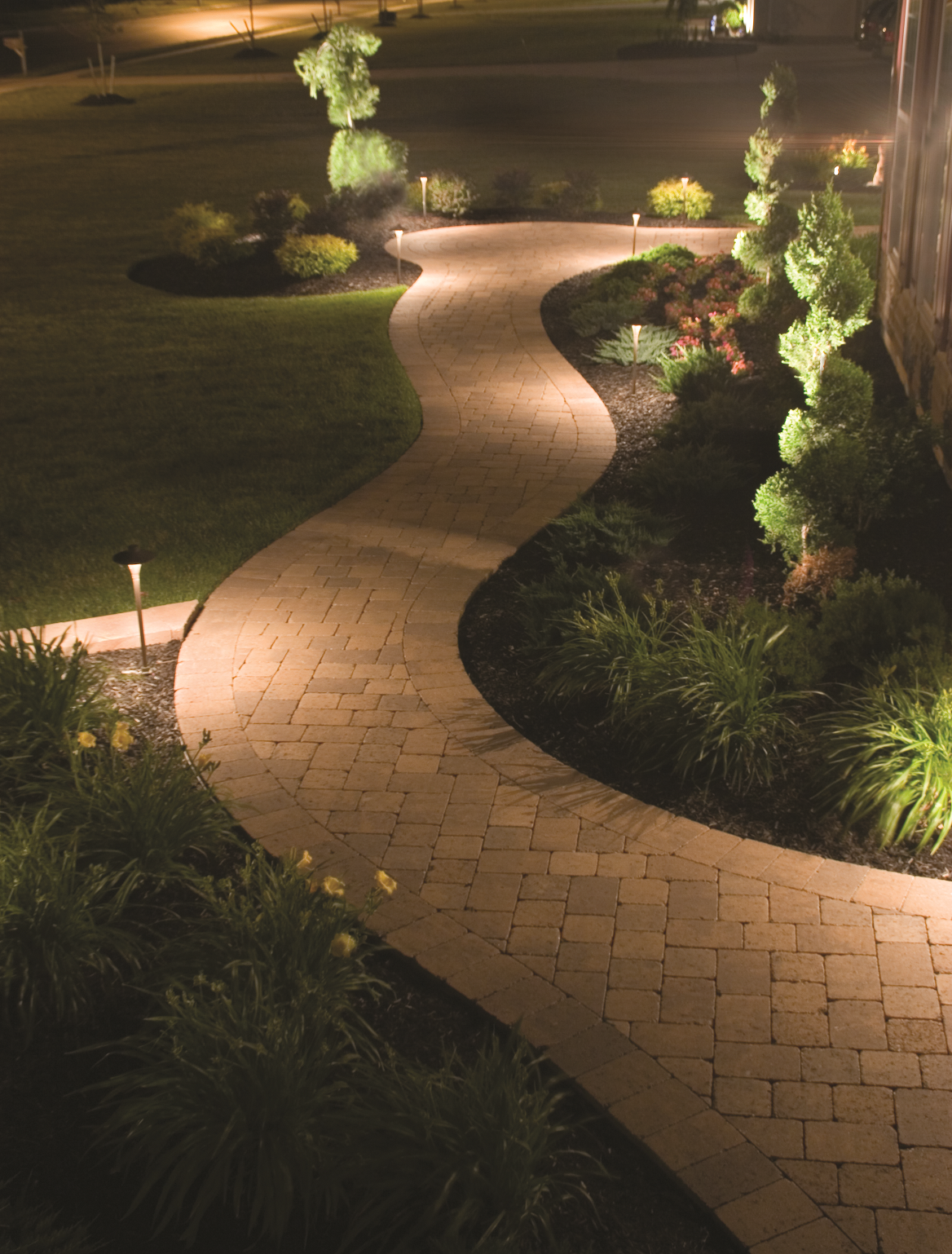 Elegant outdoor lighting in Buffalo Grove, Illinois and Northbrook IL