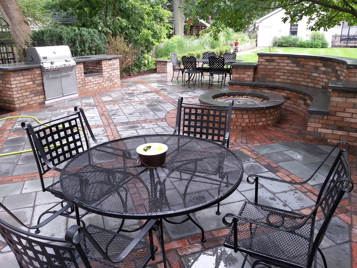 Upgrade Your Glenview, IL, Landscape Design with an Outdoor Kitchen and Bar