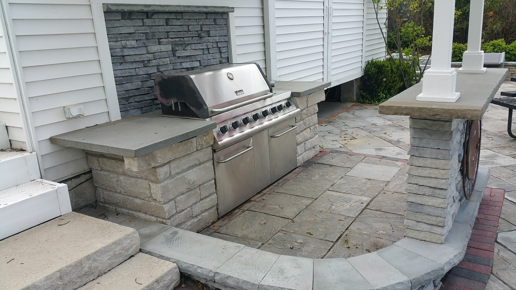 Patio pavers and outdoor kitchen in Lake Forest, Illinois
