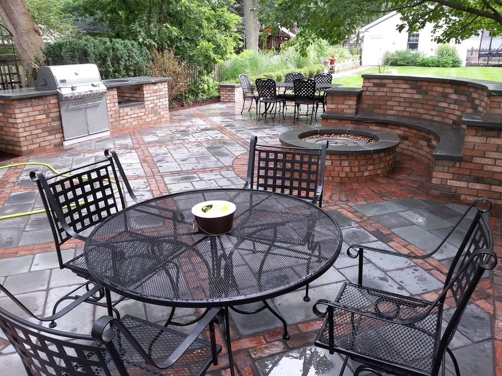 Glenview, Illinois landscape design with outdoor kitchen