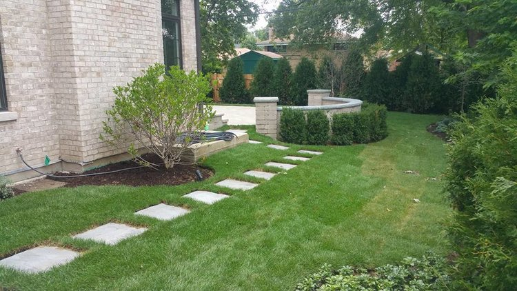 Weekly lawn service in Glenview, IL