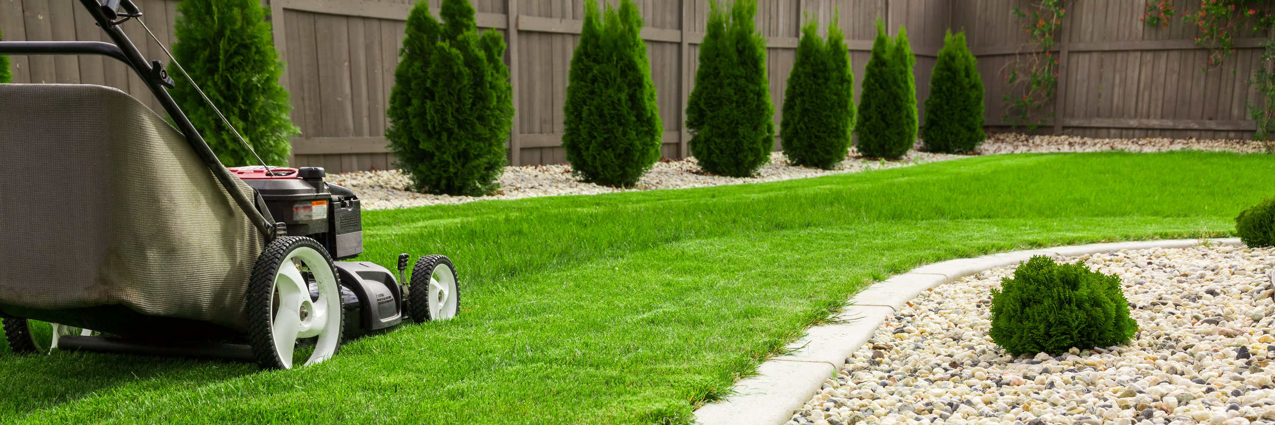 Important Features to Include in Your Highland Park, IL, Lawn Care Service