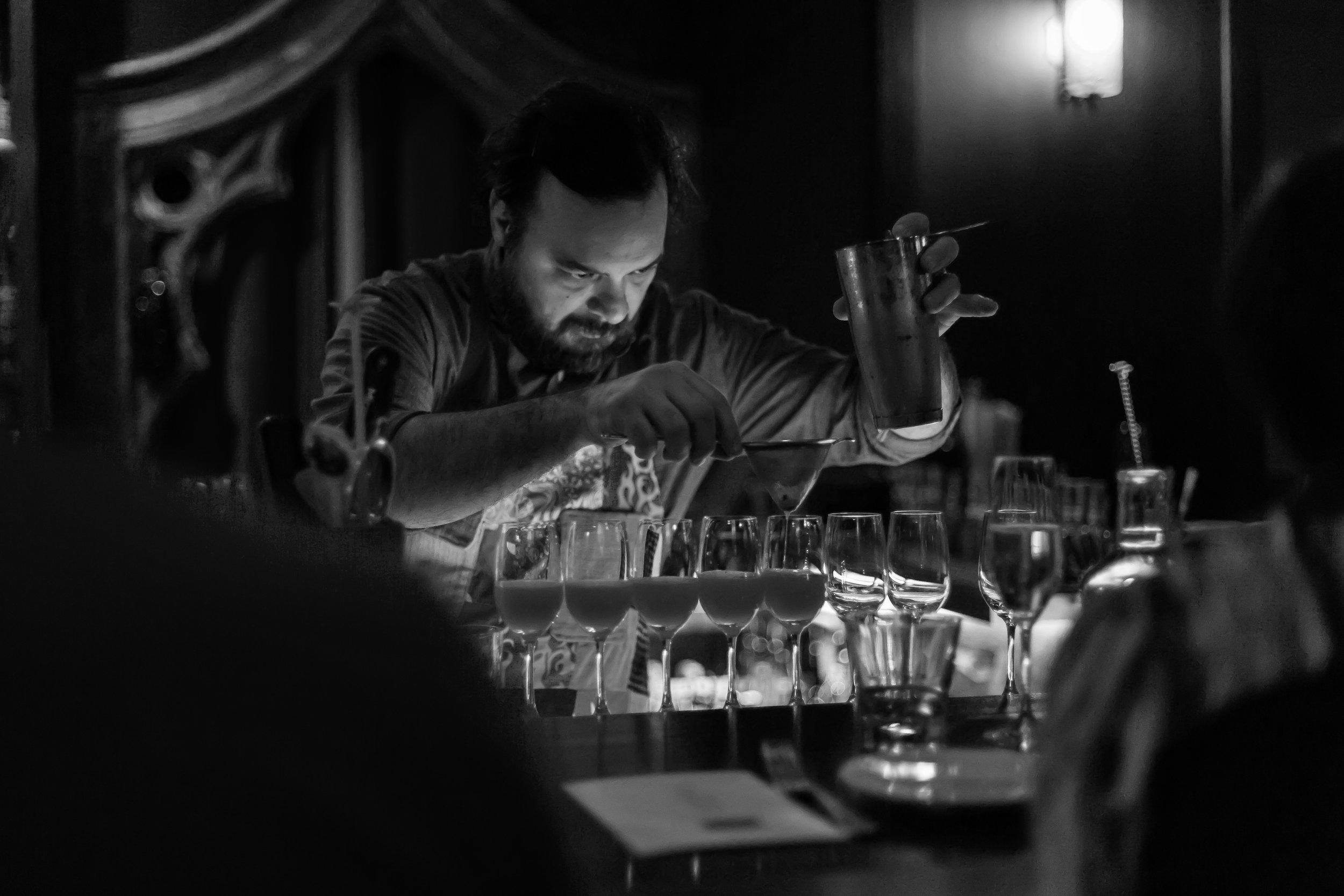 Constantine_CocktailClass_Landskov_20176424.jpg