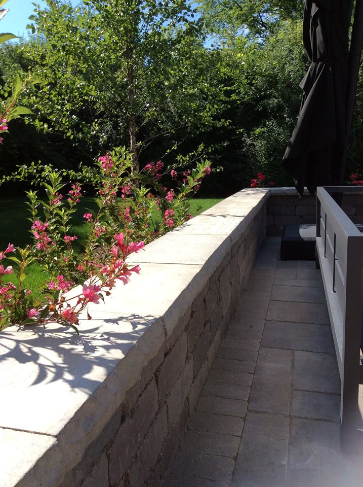 Retaining wall on the side of brick patio in Hinsdale, IL